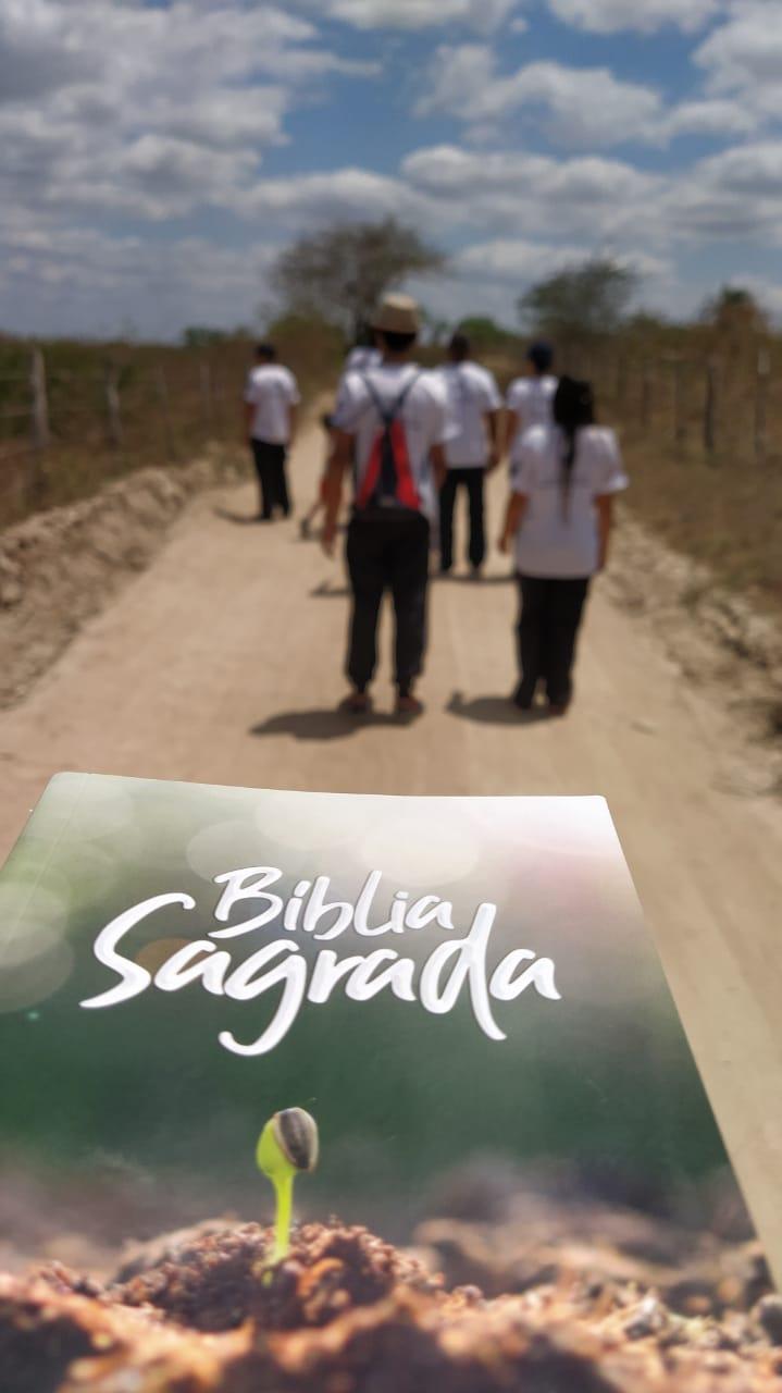 Uma Bíblia em cada casa